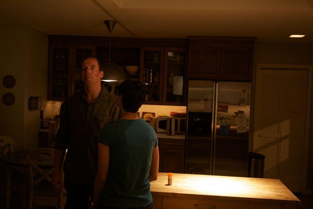 Eine erinnerungsträchtige Begegnung bringt Brody (Damian Lewis, l.) wieder näher an seine Frau Jessica (Morena Baccarin,r.) und seine Kinder ... - Bildquelle: 20th Century Fox International Television