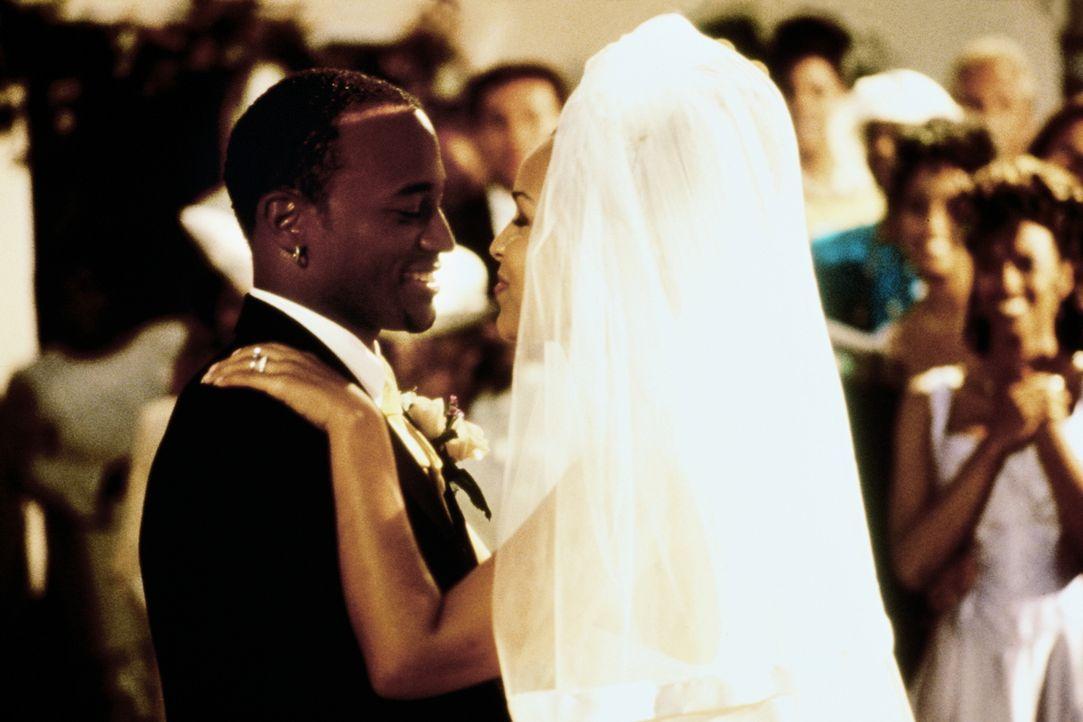 Endlich im Siebten Himmel: Roland (Taye Diggs, l.) und Lisa (LisaRaye, r.) ... - Bildquelle: Paramount Pictures