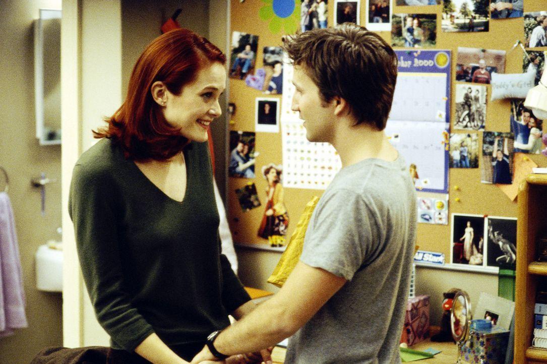Bevor Tiffany (Rachel Blanchard, l.) zum studieren nach Texas geht, schwört sie Josh (Breckin Meyer, r.) ewige Treue - und er tut das ebenso ... - Bildquelle: TM &   DREAMWORKS L.L.C.