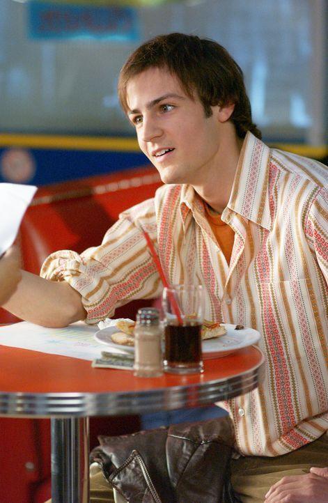 Um seine frisch verheirateten Eltern zu schocken, entwickelt Andrew (Fraser McGregor) einen perfekten Plan: Er küsst vor ihren Augen seine Halbschw... - Bildquelle: ABC FAMILY