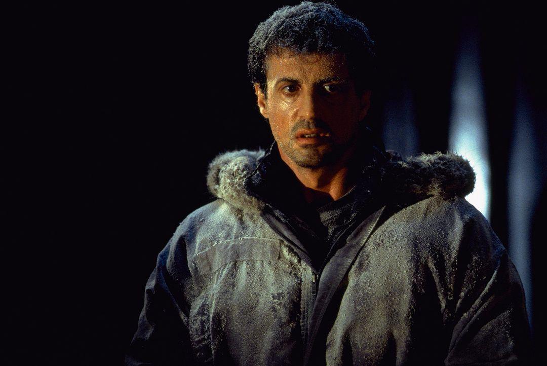 Ein plötzlich aufkommender Schneesturm wird für den FBI-Agent Jake Malloy (Sylvester Stallone) zum Verhängnis. - Bildquelle: Universal Pictures