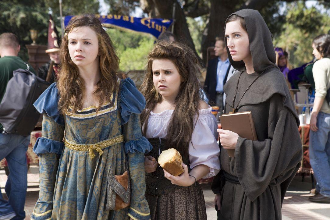 Wer hätte das gedacht, aber auch die drei Streberinnen (v.l.n.r.) Ashley (Amber Tamblyn), Lydia (Mae Whitman) und Truvy (Sarah Hagan) machen sich au... - Bildquelle: Warner Bros.