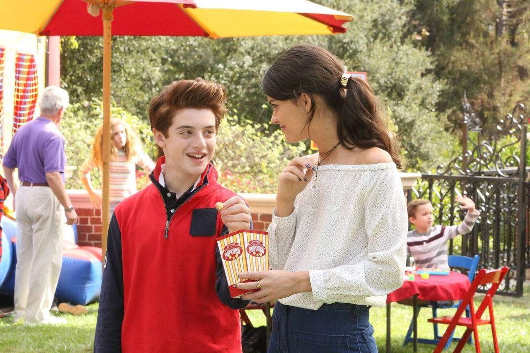 Sabrina (Sofia Black-D'Elia, r.) und Chip (Thomas Barbusca, l.) schmieden Pläne. Was haben die beiden wohl vor? - Bildquelle: 2017 Fox and its related entities.  All rights reserved.