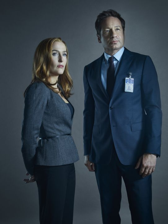 (11. Staffel) - Auf der Suche nach der Wahrheit warten erschreckende Erkenntnisse auf Scully (Gillian Anderson, l.) und Mulder (David Duchovny, r.)... - Bildquelle: 2018 Fox and its related entities.  All rights reserved.