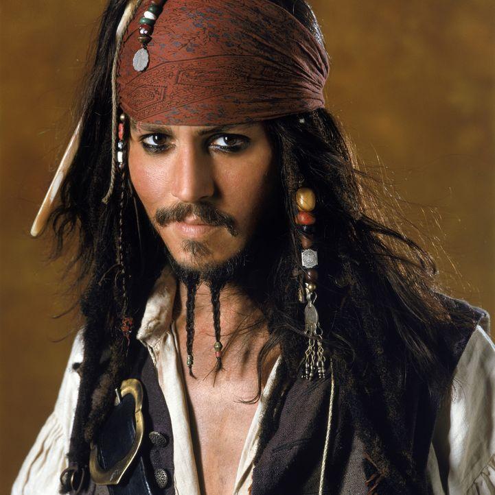 Erst spät erkennt Captain Jack Sparrow (Johnny Depp), dass Barbossa und seine Mannen sich bei Mondschein in Skelette verwandeln. Denn auf ihnen last... - Bildquelle: Disney/ Jerry Bruckheimer