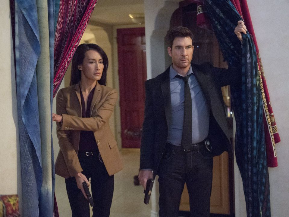Ein neuer, ganz besonderer Fall beschäftigt Beth (Maggie Q, l.) und Jack (Dylan McDermott, r.) ... - Bildquelle: Warner Bros. Entertainment, Inc.