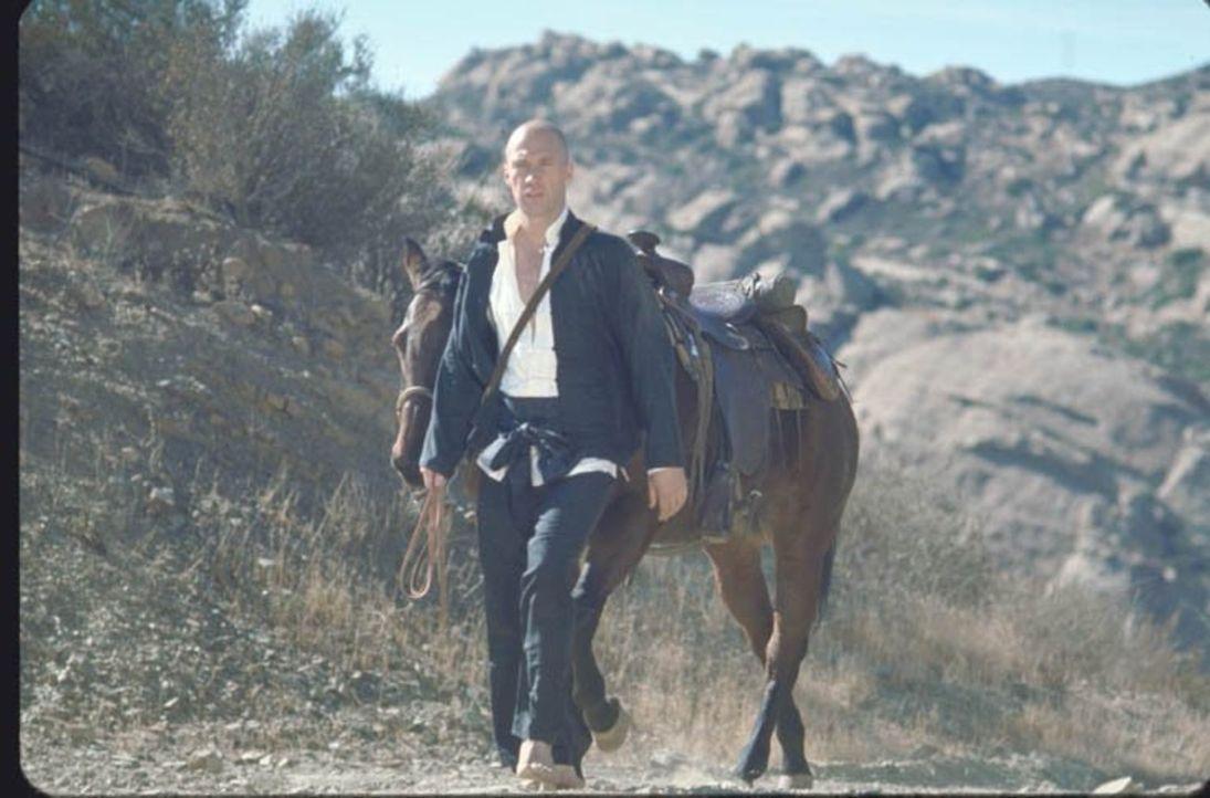 Der ungewöhnlichste Held des Wilden Westens: Der stoische Shaolin-Mönch Kwai Chang Caine (David Carradine), muss aus China fliehen, nachdem er ein M... - Bildquelle: Warner Brothers