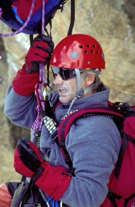 Der leidenschaftliche Bergsteiger Philipp Gabert (Christoph M. Ohrt) wird Opfer eines Anschlags ... - Bildquelle: ProSieben