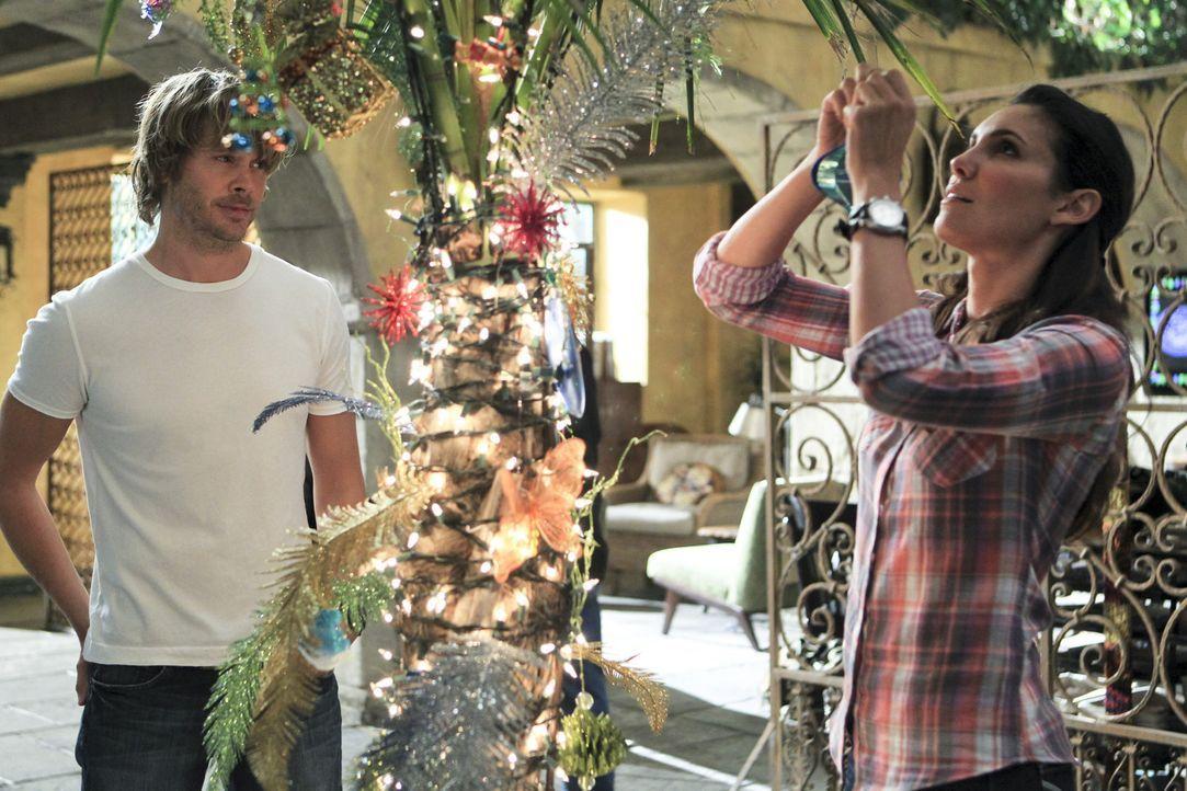 Die Festtage stehen vor der Tür und Kensi (Daniela Ruah, r.) und Deeks (Eric Christian Olsen, l.) bereiten alles dafür vor ... - Bildquelle: CBS Studios Inc. All Rights Reserved.