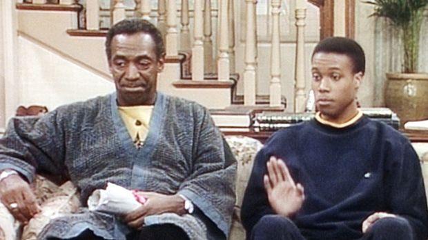 Cliff (Bill Cosby, l.), der nur in Ruhe seine Zeitung lesen möchte, verfolgt...