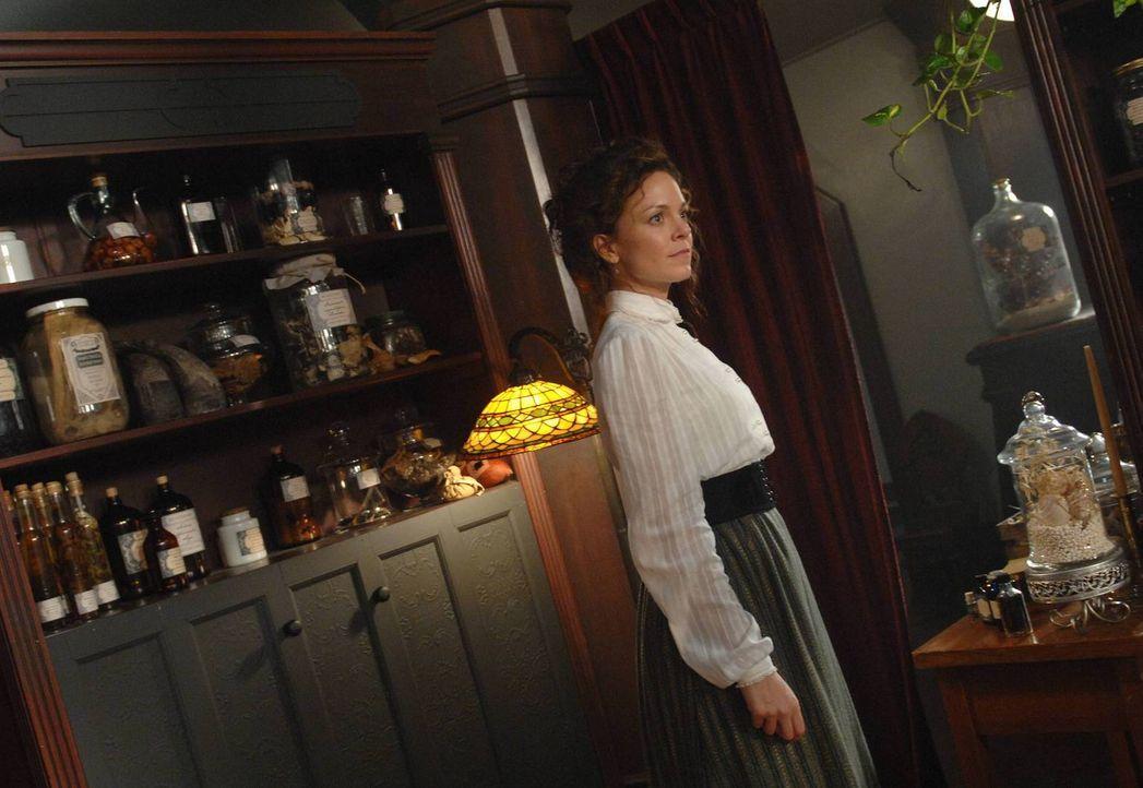 Während ihrer Reise in die Vergangenheit muss Ingrid (Rachel Boston) erkennen, dass Archibald Browning für sie mehr war, als nur ein flüchtiger B... - Bildquelle: 2013 Lifetime Entertainment Services, LLC. All rights reserved.