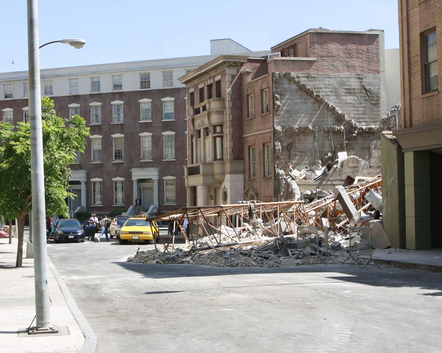 Nate, Elis Bruder, hat eine Vision: Ein Baukran stürzt auf ein Bankgebäude ... - Bildquelle: Disney - ABC International Television
