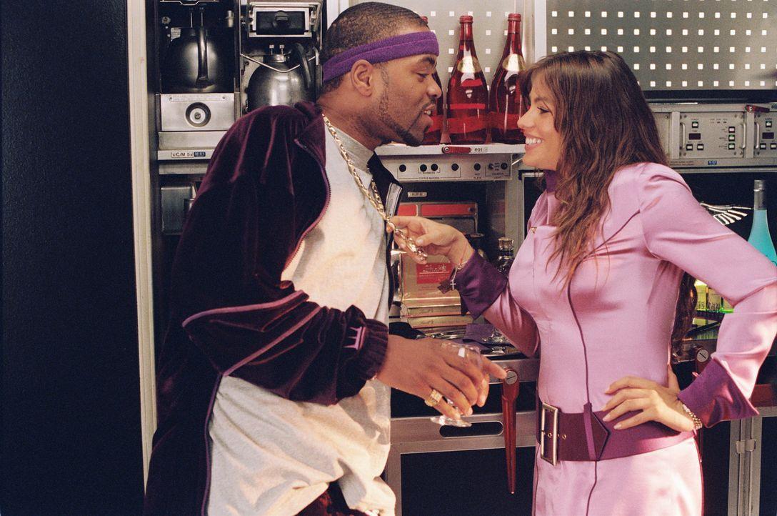 Muggsy (Method Man, l.) versucht sein Glück bei der hübschen Blanca (Sofía Vergara, r.) ...
