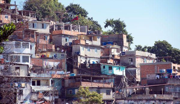 Favela in Rio de Janeiro - Bildquelle: dpa