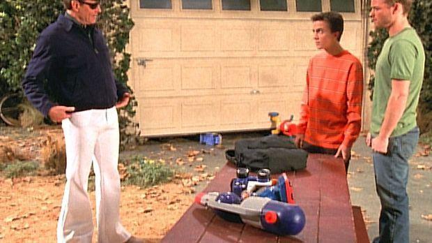 Malcolm (Frankie Muniz, M.) und Francis (Christopher Masterson, r.) sind erst...