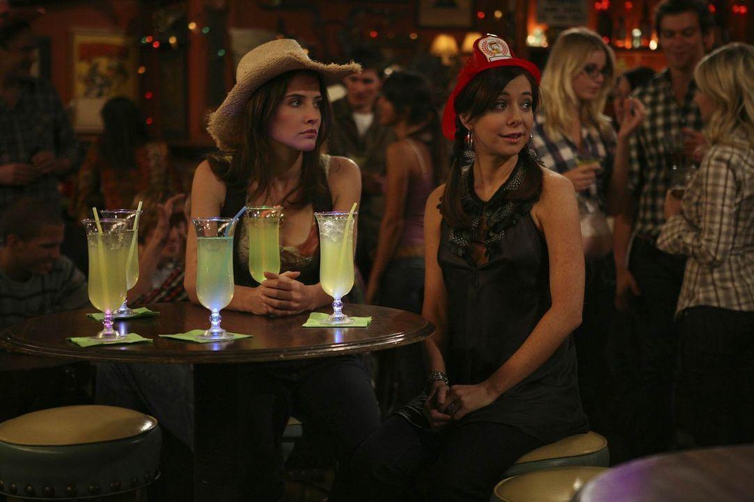 Während Robin (Cobie Smulders, l.) sich andere Freundinnen sucht, da Lily (Alyson Hannigan, r.) ihr als Ehefrau nicht mehr in allen Dingen beistehen... - Bildquelle: 20th Century Fox International Television