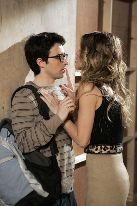 Naomi (AnnaLynne McCord, r.) fast sich endlich ein Herz und gesteht Max (Josh Zuckerman, r.), dass sie auf ihn steht. Hat er auch Gefühle für sie? - Bildquelle: TM &   CBS Studios Inc. All Rights Reserved