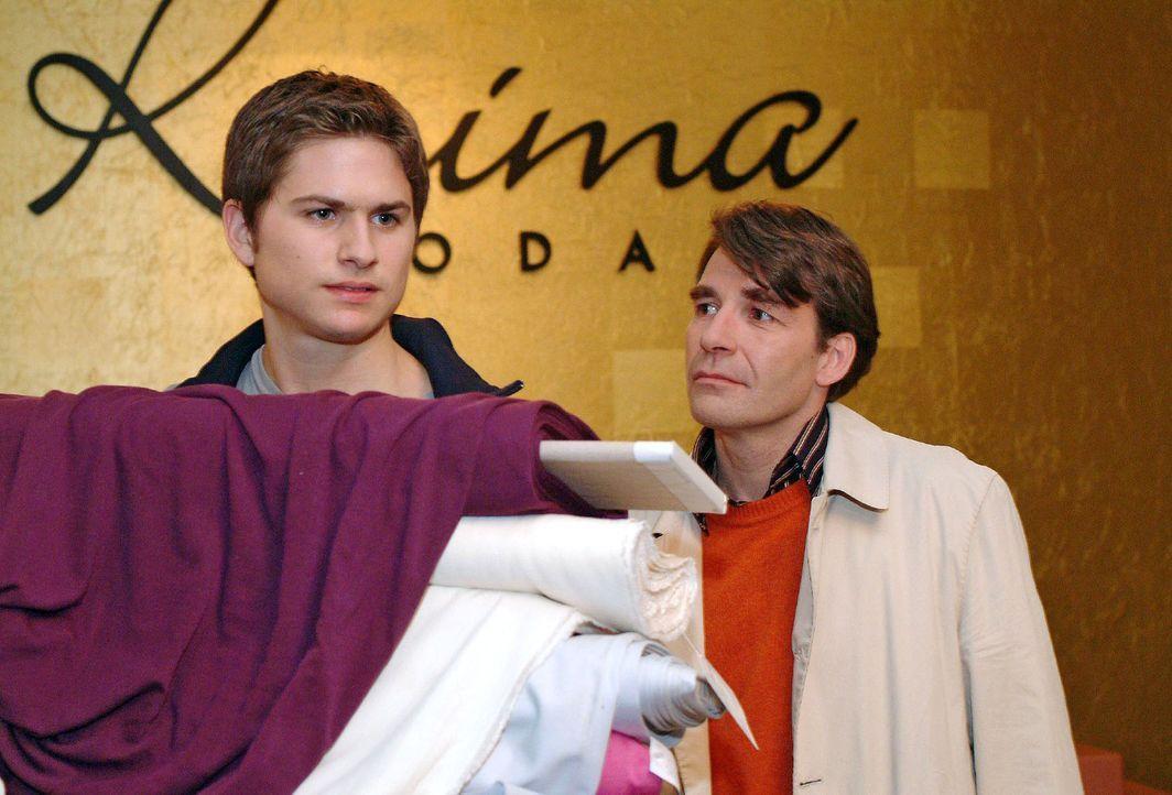 Timo (Matthias Dietrich, l.) ist nicht gerade erfreut, als sein Vater Thomas (Michael Schütz, r.) nach langer Zeit unverhofft auftaucht. - Bildquelle: Monika Schürle Sat.1