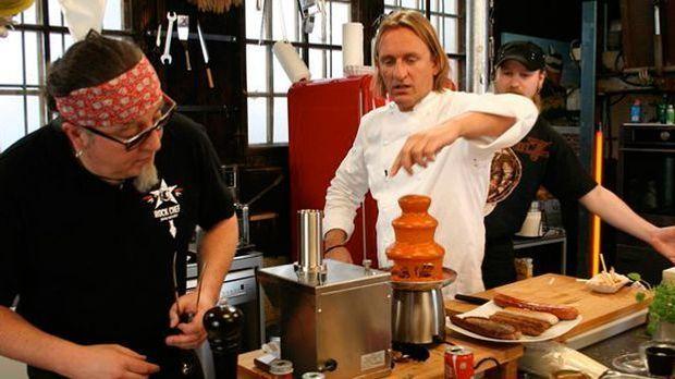Kochen mit Knall: Stefan Marquard und Frank Buchholz stellen Currywurst her u...