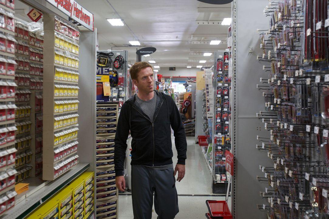 Im Shoppingrausch: Nicholas Brody (Damian Lewis) kauft im Affekt eine Vielzahl von scheinbar nicht zusammenpassenden Gegenständen ... - Bildquelle: 2011 Twentieth Century Fox Film Corporation. All rights reserved.