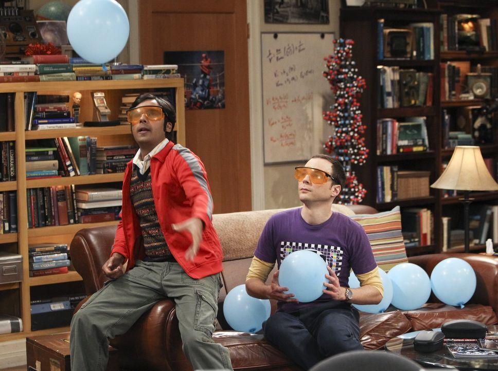Verbringen einen ganz besonderen Abend miteinander: Sheldon (Jim Parsons, r.) und Raj (Kunal Nayyar, l.) ... - Bildquelle: Warner Bros. Television