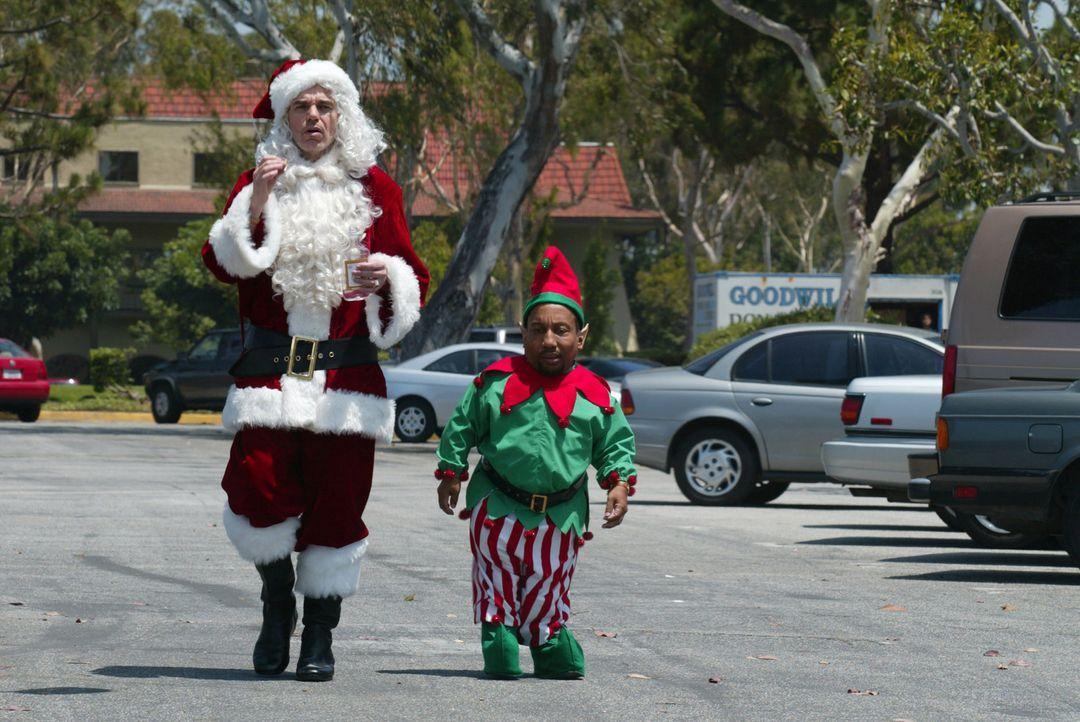 Fröhliche Menschen pilgern kurz vor Weihnachten in die lokalen Einkaufszentren, um Geschenke für ihre Lieben zu finden. Zwei Betrüger, getarnt al... - Bildquelle: 2006 Sony Pictures Television International.