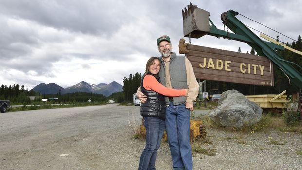 Claudia (l.) und Robin Bunce (r.) leben und arbeiten in Jade City. Eine Gegen...