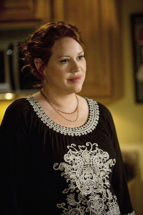Auch Anne (Molly Ringwald) merkt, dass Amy mit ihrer Situation völlig überfordert ist ... - Bildquelle: 2009 DISNEY ENTERPRISES, INC. All rights reserved. NO ARCHIVING. NO RESALE.