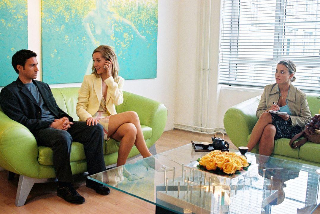 Hannes (Benjamin Sadler, l.) und Karen (Silvina Buchbauer, M.) wollen heiraten. Nina (Muriel Baumeister, r.) soll das rauschende Hochzeitsfest ausri... - Bildquelle: Noreen Flynn Sat.1