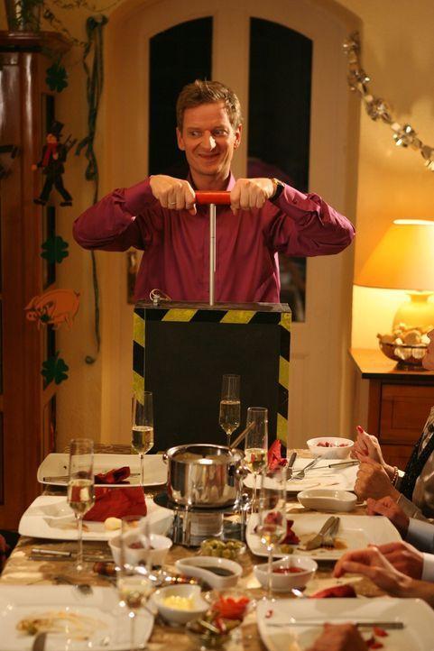 Es gibt Dinge, die man (Michael Kessler) an Silvester nicht machen sollte ... - Bildquelle: Ralf Jürgens Sat.1