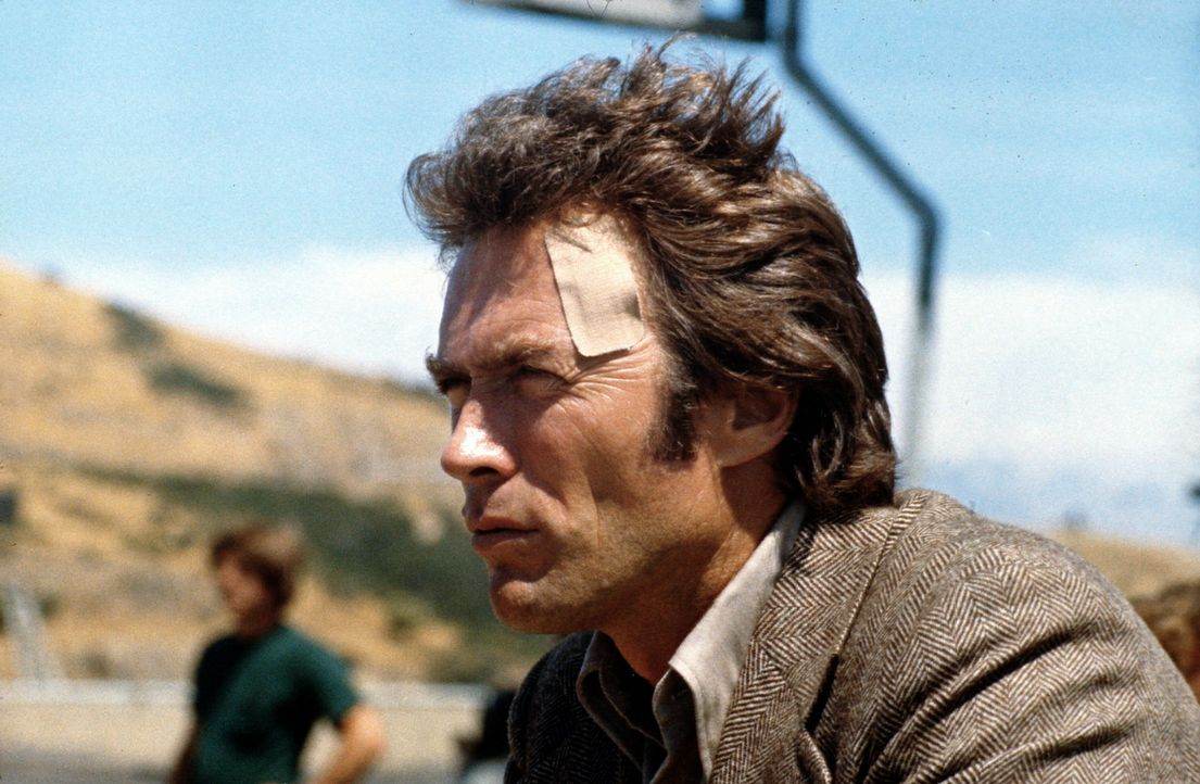 Als Callahan (Clint Eastwood) wegen seiner harten Methoden vorübergehend vom Dienst suspendiert wird, hält ihn das nicht davon ab, auf eigene Faus... - Bildquelle: Warner Bros.
