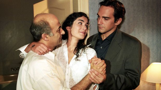 Mansour Khounani (Ramin Yazdani, l.) hat seine Tochter Soraya (Myriam Gurland...