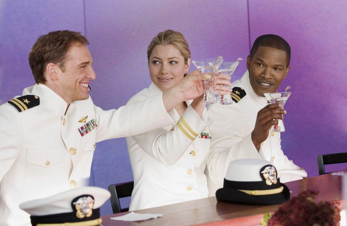Die Navy-Piloten (v.l.n.r.) Ben Gannon (Josh Lucas), Kara Wade (Jessica Biel) und Henry Purcell (Jamie Foxx) sind die besten der Besten und als Team... - Bildquelle: 2005 Columbia Pictures Industries, Inc. All Rights Reserved.