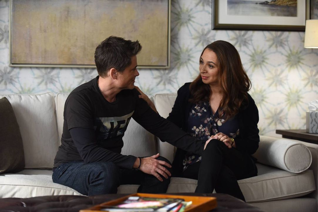 Dean (Rob Lowe, l.) sucht Rat und Unterstützung bei Jillian (Maya Rudolph, r.) und diese würde fast alles für ihn tun ... - Bildquelle: 2015-2016 Fox and its related entities.  All rights reserved.