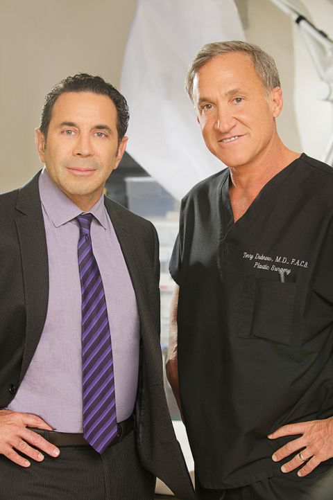Wer sich unters Messer legt, muss auch immer damit rechnen, nachher schlechter auszusehen als vorher! Dr. Paul Nassif (l.) und Dr. Terry J. Dubrow (... - Bildquelle: 2014 E! Entertainment Television, LLC. ALL RIGHTS RESERVED.
