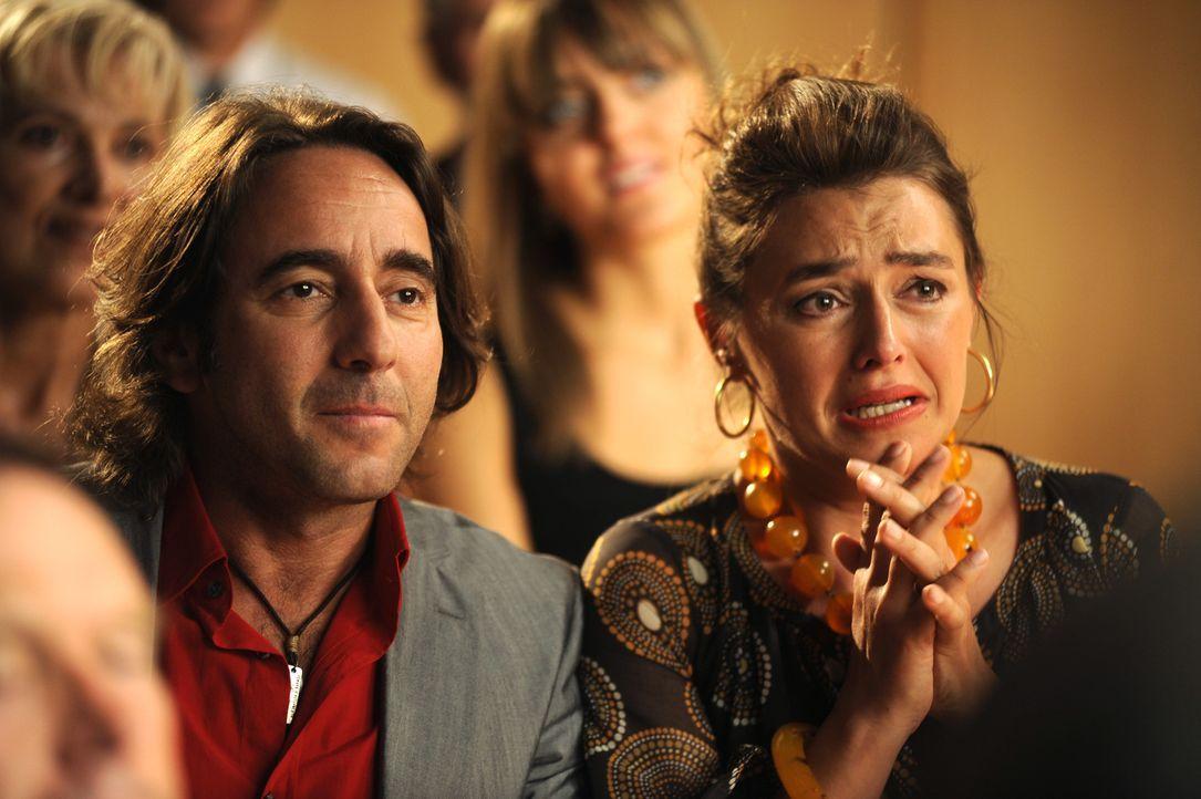 Francescas Eltern (Dieter Landuris, l. und Elisabeth Romano, r.) können gar nicht fassen, was da passiert ... - Bildquelle: Buena Vista International
