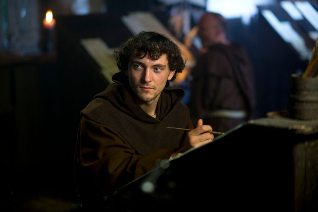 Es scheint, als wäre die Nacht der Prophezeiungen gekommen: Bruder Athelstan (George Blagden) wird von seinen Ahnungen geplagt ... - Bildquelle: 2013 TM TELEVISION PRODUCTIONS LIMITED/T5 VIKINGS PRODUCTIONS INC. ALL RIGHTS RESERVED.