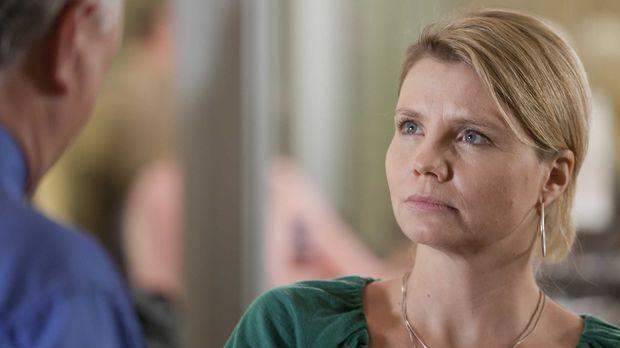 Während Kurt sich über den kaputten Fernseher ärgert, hat es Danni (Annette F...