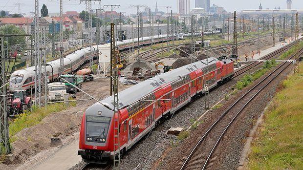 Störungen nach Anschlägen auf Bahnstrecken weitgehend behoben