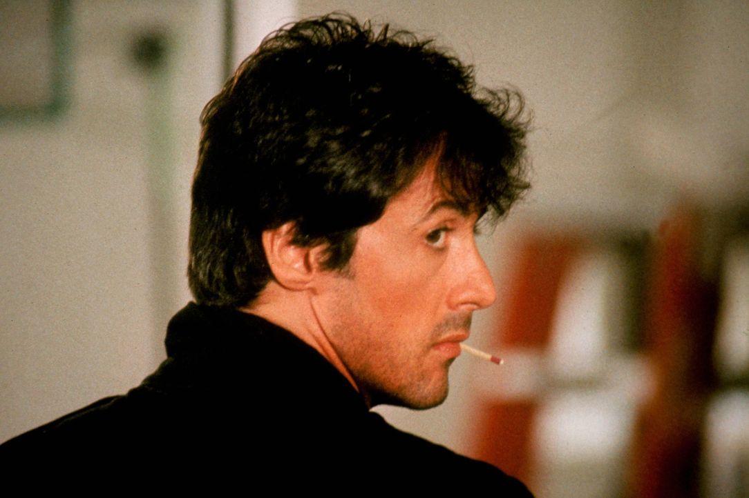 """Marion """"Cobra"""" Cobretti (Sylvester Stallone) ist hinter einem sadistischen Frauenmörder her ... - Bildquelle: 1986 Warner Bros. Entertainment Inc."""