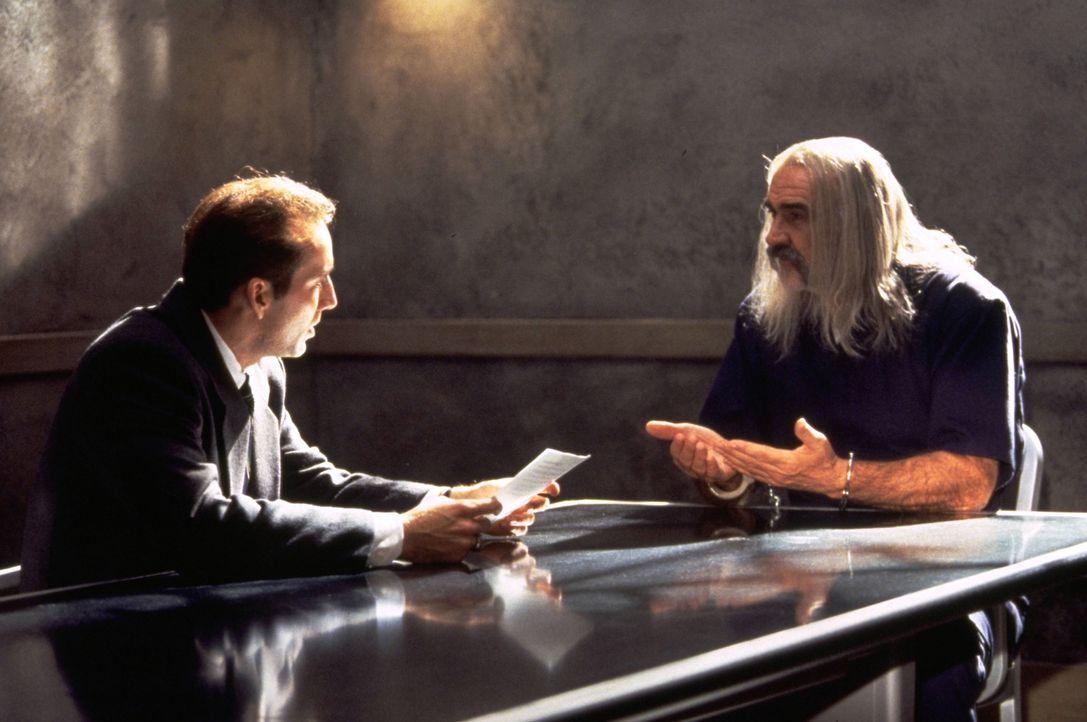 Die letzte Hoffnung von Dr. Stanley Goodspeed (Nicolas Cage, l.) liegt auf dem britische Spion John Mason (Sean Connery, r.), der einzige Mann, der... - Bildquelle: Hollywood Pictures