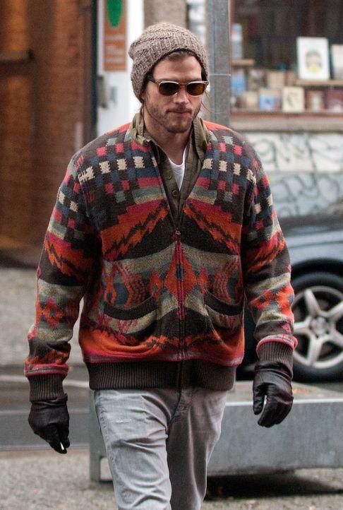 ashton-kutcher-11-12-21-muetze-wollpullover-WENN - Bildquelle: Ben Vogt/WENN.com