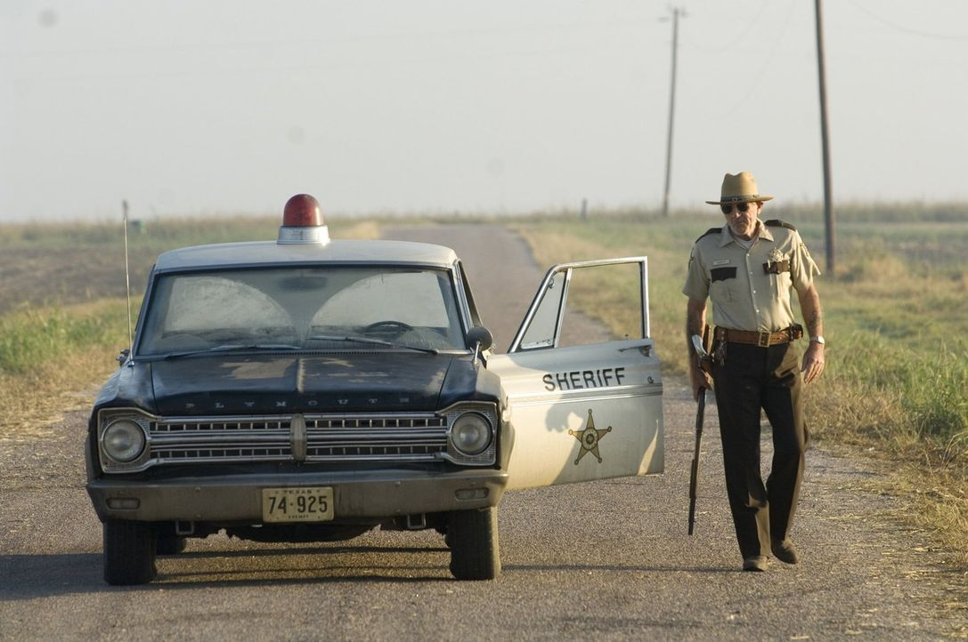 Niemand ahnt, dass Sheriff Hoyt (R. Lee Ermey) nicht der ist, für den er sich ausgibt. In Wirklichkeit ist er ein gewalttätiger und grausamer Psycho... - Bildquelle: 2006 Warner Brothers