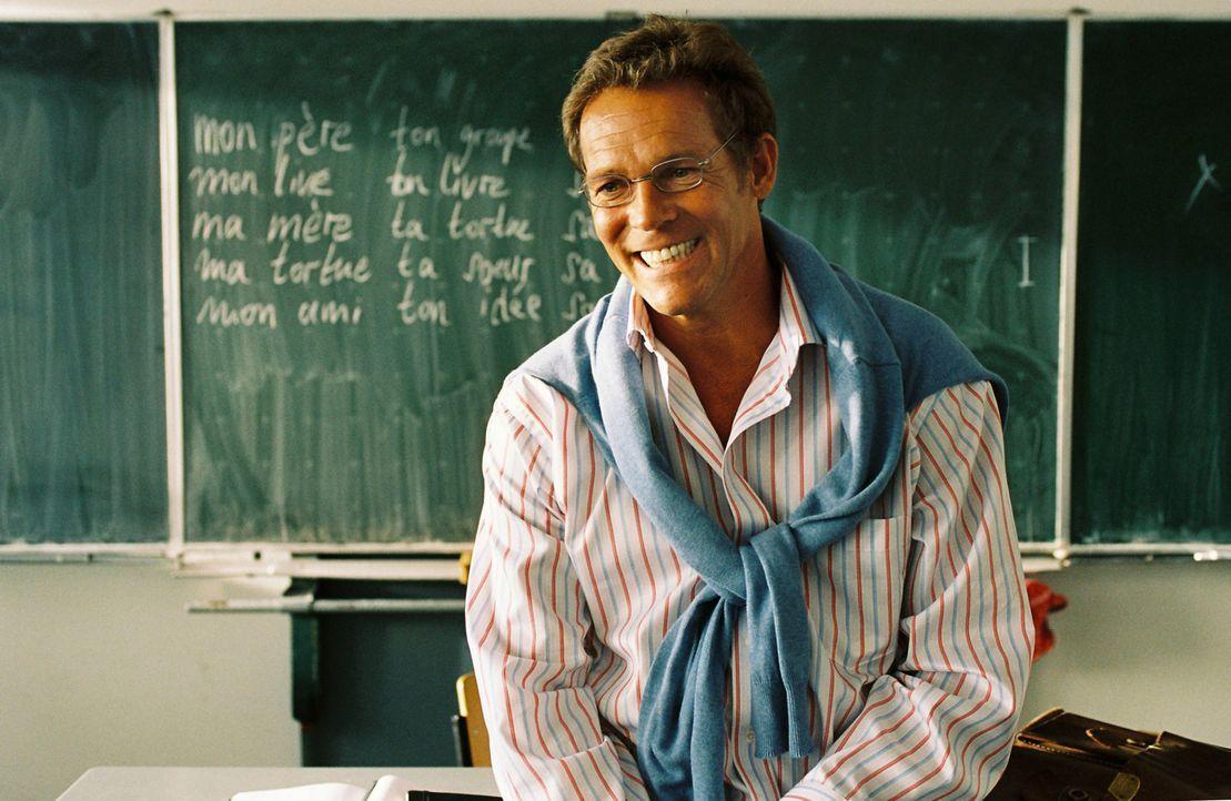 Der affektierte Französischlehrer Nouvelleville (Christian Tramitz) liebt es, seine Schüler zu schikanieren ... - Bildquelle: Constantin Film