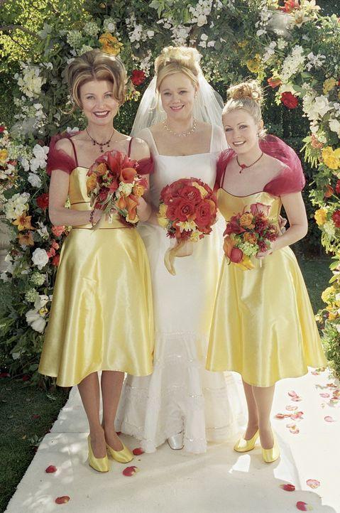 Erst nach einigen Zaubersprüchen gelingt es Sabrina (Melissa Joan Hart, r.) und Zelda (Beth Broderick, l.), Hilda (Caroline Rhea, M.) wieder zum Le... - Bildquelle: Paramount Pictures
