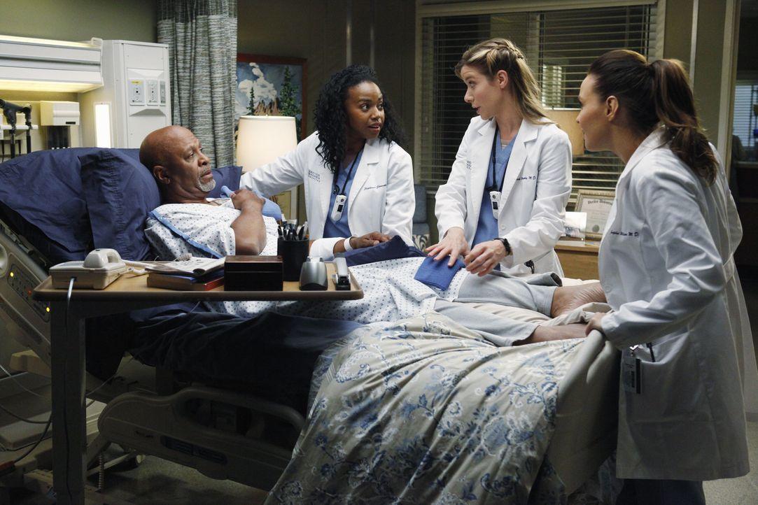 Dr. Webbers (James Pickens Jr., l.) Gesundheit wird sowohl von Stephanie (Jerrika Hinton, 2.v.l.), als auch von Leah (Tessa Ferrer, 2.v.r.) und Jo (... - Bildquelle: ABC Studios