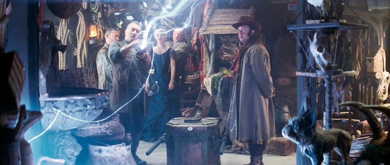 Captain Shakespeare (Robert De Niro, l.) und seine Mannschaft schweben mit ihrem Piratenschiff zwischen Himmel und Erde. Eines Tages bekommen sie üb... - Bildquelle: 2006 Paramount Pictures. All Rights Reserved.