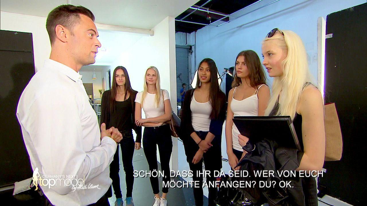 GNTM-Stf10-Epi09-Casting-Remix-Magazin-01-ProSieben - Bildquelle: ProSieben