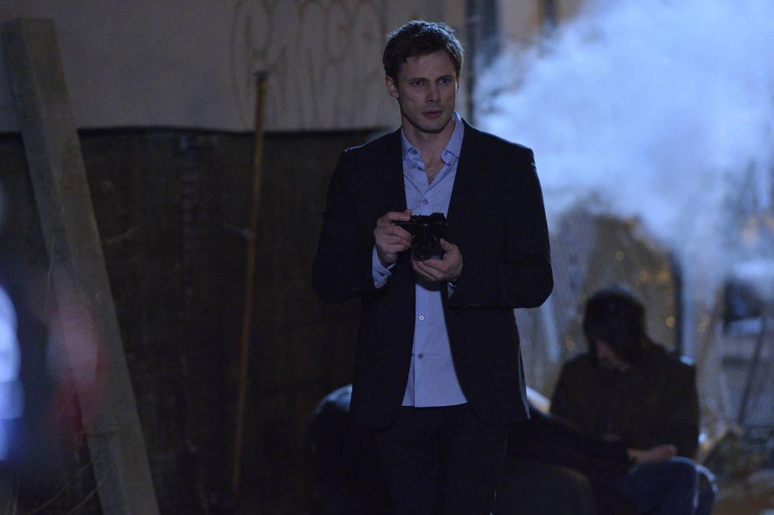 Noch ahnt Damien (Bradley James) nicht, welche Mächte in ihm schlummern und ihn umgeben, doch ihm wird immer mehr bewusst, dass er ihnen nicht entko... - Bildquelle: Ben Mark Holzberg 2016 A&E Television Network, LLC. All rights reserved.