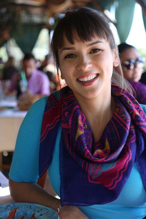 Rachel ist ganz begeistert von den lokalen, frischen Zutaten der Amalfiküste ... - Bildquelle: Richard Hill BBC 2014